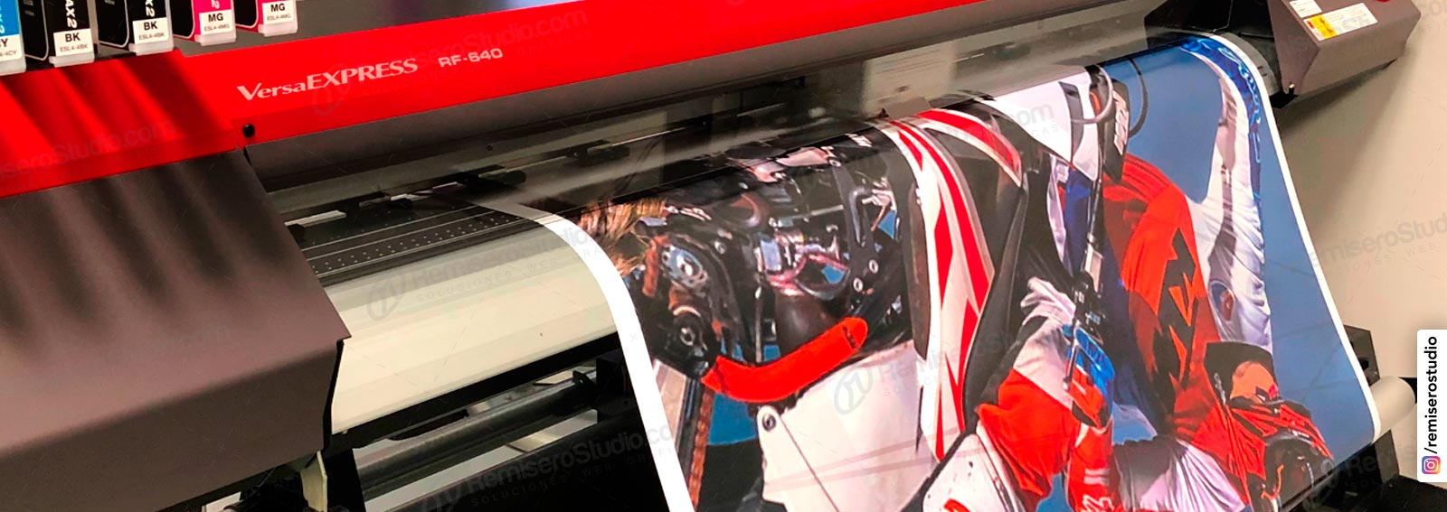Impresión en vinil adhesivo Full color Alta Resolución 1440 dpi para Carteleria y publicidad