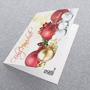 Bolas rojas y adornos de navidad dorados. Tarjetas Navideñas Corporativas para empresas Perú -  Navidad 2021 - 2022